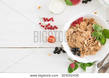 Multigrain Wholewheat Healthy Cereals With Fresh Berry. Healthy Tasty Breakfast Multigrain Wholewhea