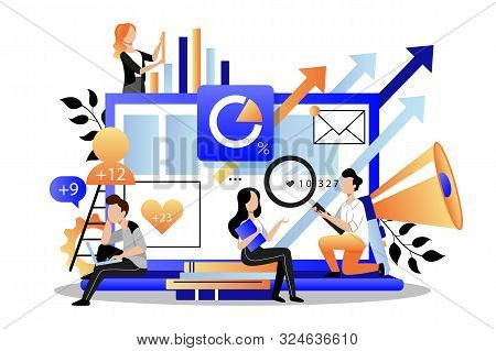 Team Of Business Marketers Analyzes Data, Develops Product Promotion Strategy In Social Networks. Ve