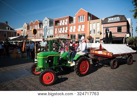 Woerden/netherlands - August 31 2019: Old Tractor With Farmers At Traditional Cheese Market