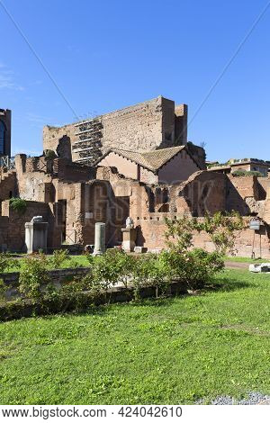 Forum Romanum, View Of The Ruins Of Several Important Ancient  Buildings, Rome, Italy