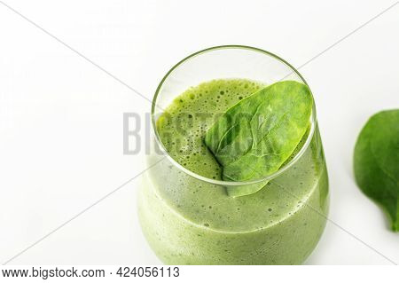 Step By Step Green Smoothie Recipe. Step 4Prepared Drink Into  Glass Decorate With Spinach Leaf. Hom
