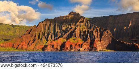 Amazing Rugged Mountains Along The Na Pali Coast Of Kauai, Hawaii Islands.