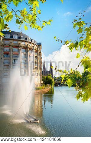 Canal Des Faux Remparts Esca Building Strasbourg, France