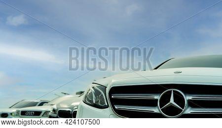 Bangkok, Thailand-june 4, 2021 : Mercedes Benz Car. Closeup Logo And Grille Of Mercedes Benz. Produc