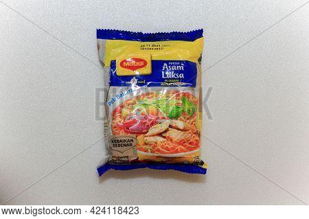 Labuan,malaysia-jun 15,2021:malaysia Famous Instant Noodle Maggi Laksa Flavour On White Background.