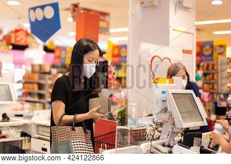 Woman With Face Mask Checkout At Counter Cashier At  Grocery