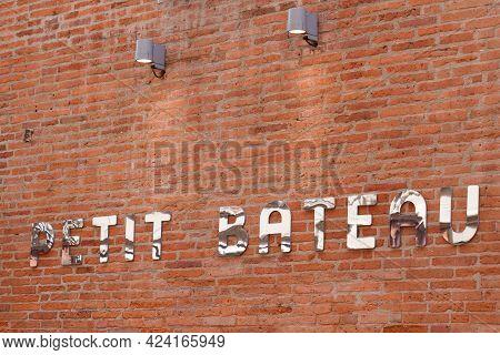 Toulouse , Occitanie France - 06 06 2021 : Petit Bateau Logo Brand Fashion Shop And Text Sign Store