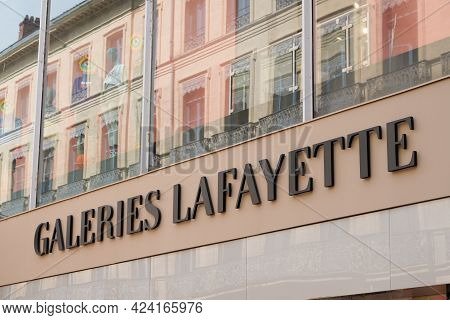 Toulouse , Occitanie France - 06 06 2021 : Galeries Lafayette Logo Brand And Text Sign Town Center U