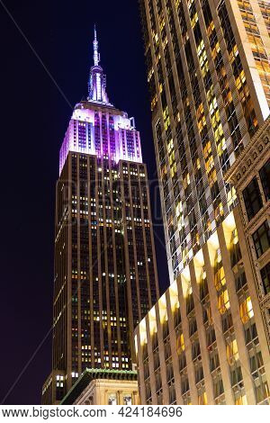 New York City, Ny, Usa - December 31, 2013 : The Empire State Building Next To The Langham Building