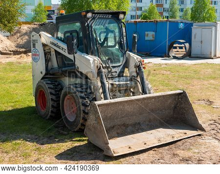 Noyabrsk, Russia - June 5, 2021: Lonking Cdm312 Small White Mini-loader With Bucket. The Loader Stan