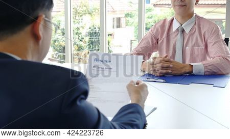 Job Hr Applicants Having An Interview With Human Resource Manager Jobs Interviewing With Confident C