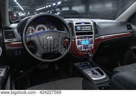 Novosibirsk, Russia - June 19, 2021:hyundai Santa Fe, Steering Wheel, Shift Lever And Dashboard, Cli