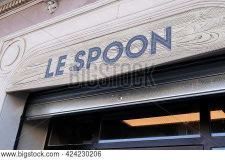 Sète , Occitanie France - 06 16 2021 : Le Spoon Sign Text On Bar Of Tv French Series Movies Flagship