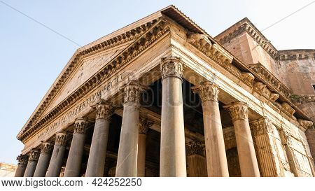 Rome, Piazza Della Rotonda. The Phanteon, An Architectural Marbel Built By Agrippa., With One Of The