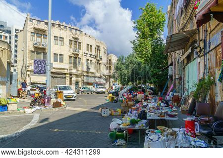 Haifa, Israel - June 11, 2021: Scene Of The Flea Market, With Sellers And Shoppers, In Downtown Haif