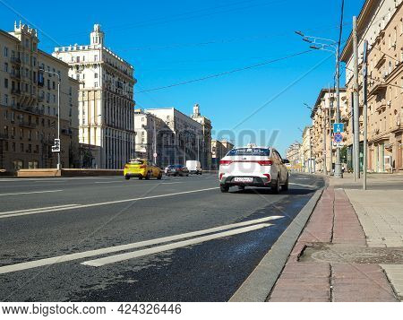 Moscow. Russia. June 18, 2021. View Of Kutuzovsky Avenue In Moscow On A Sunny Summer Day. Majestic B
