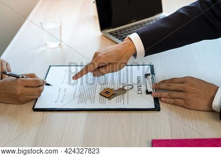 The New Owner Agrees To Sign A Contract To Buy A House From A Real Estate Agent. Buy-sell Homes, Hom