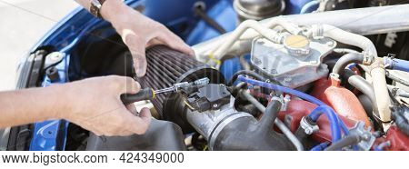 The Repairman Work With The Car, Replacing The Cylinder Intake Air Filter