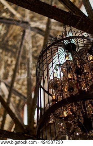 Loft Atmosphere. An Old Bronze Cage In An Abandoned Chic Brick Hall. Home For Weddings And Celebrati