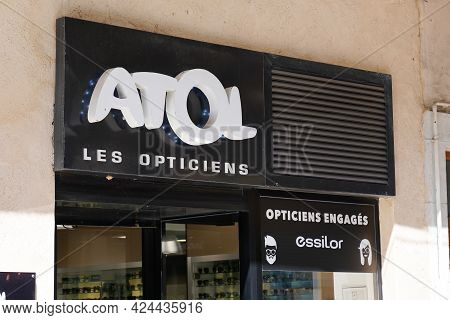 Toulouse , Occitanie France - 06 16 2021 : Atol Optic Text Logo And Brand Shop Sign Store French Med