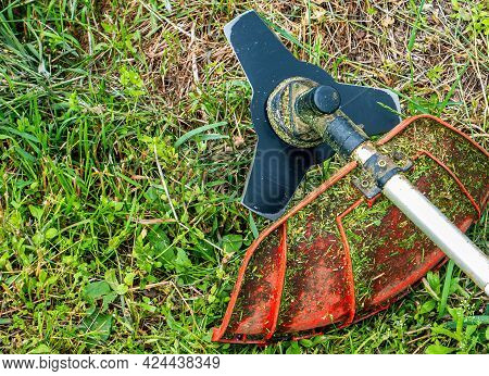 Lawn Mower Cutting Disc For Lawn Mowing. Blade Of Knife. Trimmer Cutting Disc. Mow The Grass With A