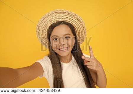 Teen Girl Summer Fashion. Little Beauty In Straw Hat. Beach Style For Kids. Visit Tropical Islands.