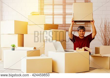 Portrait Asian Guy Men Sit In The House And There Are A Lot Of Boxes In The House : Playful Handsome