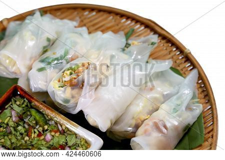 Traditional Thai Fresh Spring Rolls (miang Kuay Tiew In Thai) Or Rice Noodles Rolls With Vegetables