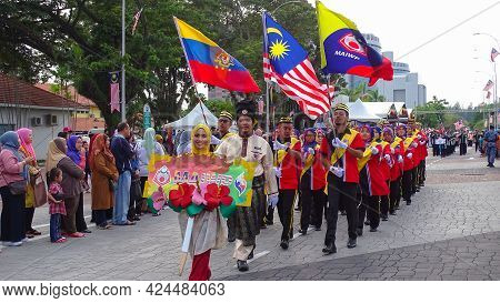 Labuan,malaysia-sept 16,2018:multi Ethnic People With Malaysia Flag During Annual Malaysia Day Celeb