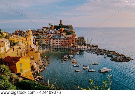 Cinque Terre, Italy, The Picturesque Coastal Village Of Vernazza, Cinque Terre, Italy