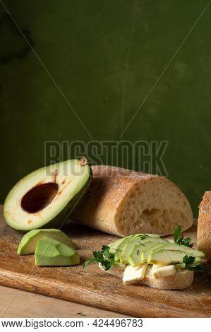 Avocado, Cut In Half. Half An Avocado And Bread. Make An Avocado Snack. Vegan Sandwich. Verthecal Fr