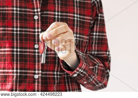 A Close Up Agent House Seller Hand Hold And Give The New Mansion Keys, Isolated, Simple Move Concept
