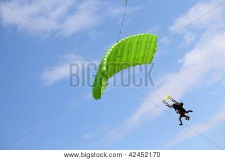Tandem skydivers
