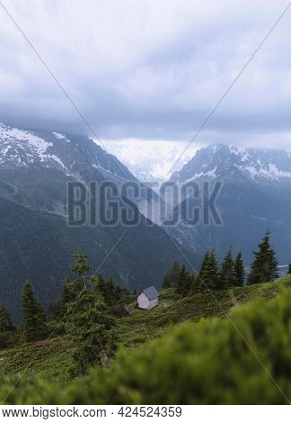 House in solitude in Chamonix Valley