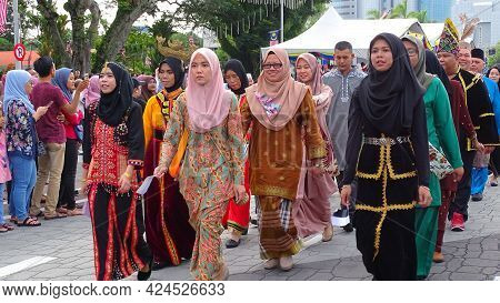 Labuan,malaysia-sept 16,2018:malaysian Multi Ethnic People In Traditional Costume Participate Malays