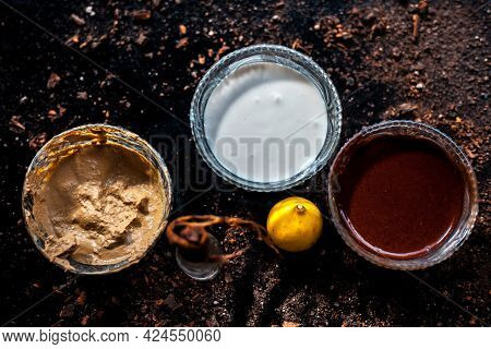 Face Mask For Bright Skin And Unclog Pores On The Black Surface Consisting Of Some Cocoa Powder, Ful