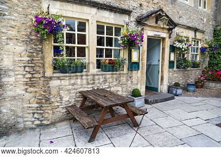 Corsham, Uk - July 17, 2015: A Pub In A Street In Corsham, An Old Village In South Of England On Jul