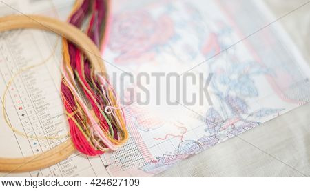 Cross-stitch Set : Hoop With Embroidered Pattern,frame Wood  And Colorful Yarn, For Hobby, Handmade