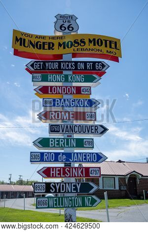 Lebanon, Missouri - May 5, 2021: Directional Sign To Various World Cities From The Munger Moss Motel