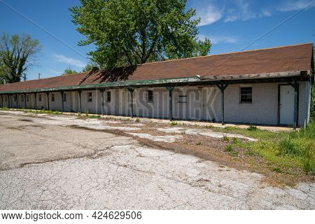 Lebanon, Missouri - May 5, 2021: Abandoned And Vacant Former Forest Manor Motel Along Route 66
