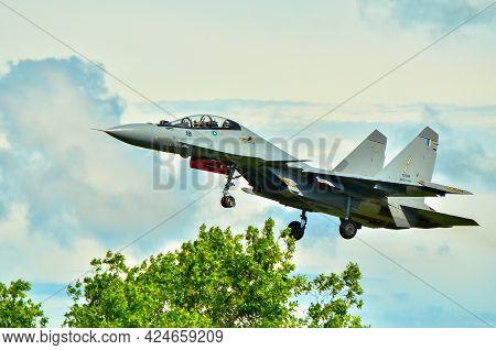 Labuan,malaysia-may 19,2021:royal Malaysia Air Force Sukhoi Su 30mkm Fighter Jet Plane Landing At La