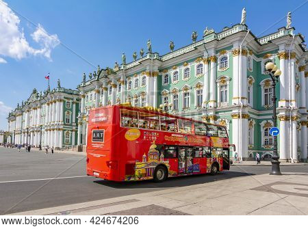 Saint Petersburg, Russia - June 2021: Red Sightseeing Bus On Palace Square With Hermitage Museum At