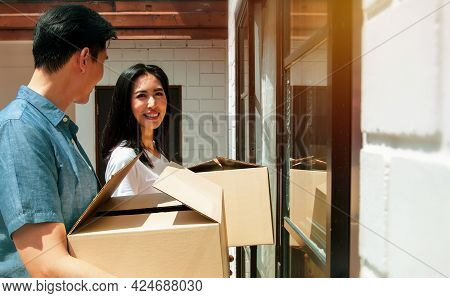 Young Couples Planning Their Families, Moving Into A New Home,family Happiness And Living Together :