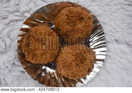 Top View Of Indian Snacks Mix Veg Cutlet Coated With Crispy Maggi Noodles. Delicious Mix Veg Cutlet
