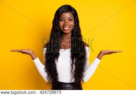 Photo Portrait Of Girl With Long Hair Keeping Empty Spaces On Hand Scaling Comparing Isolated Vibran