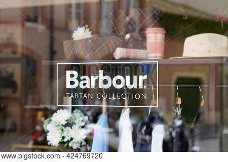 Toulouse , Occitanie France - 06 20 2021 : Barbour Text Logo And Brand Sign Shop Boutique Fashion Re