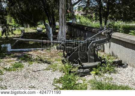 Oarba De Mures, Mures, Romania - May 30, 2021:  Cannons Placed At The Monument To Romanian Heroes Of