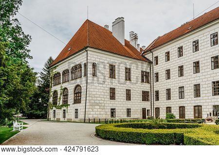 Trebon, Czech Republic.renaissance Chateau With Baroque Fountain Surrounded By Magnificent English S