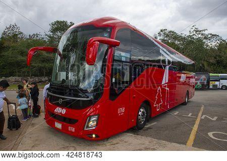 Chichen-itza, Mexico - Jan. 21, 2020: Ado (autobuses De Oriente) Tour Bus From Cancun In Chichen Itz