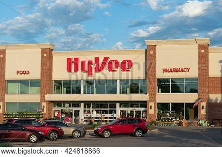 Hyvee Retail Grocery Store Exterior And Trademark Logo